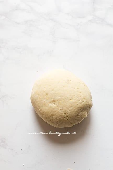 formare una palla - Ricetta Gnocchi di patate