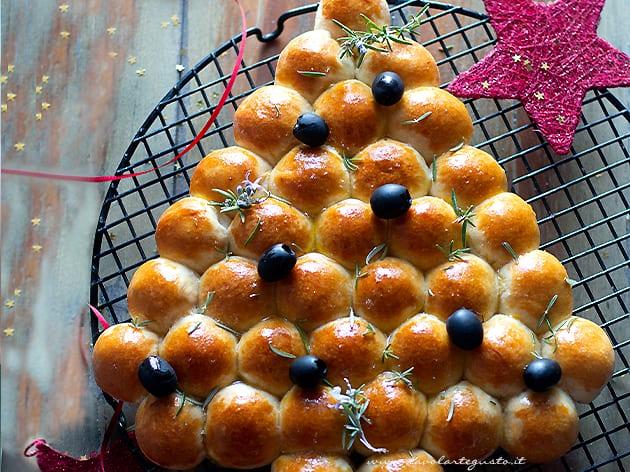 Albero di pan brioche salato - Ricetta Albero di pan brioche salato-