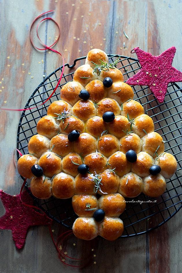 Albero di pan brioche salato - Ricetta Albero di pan brioche salato