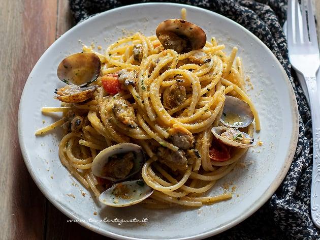 Spaghetti vongole e bottarga - Ricetta Spaghetti vongole e bottarga