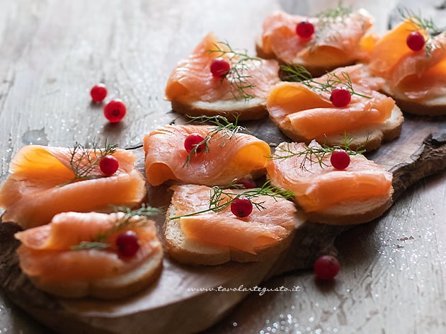 Tartine al salmone - Ricetta Tartine al salmone