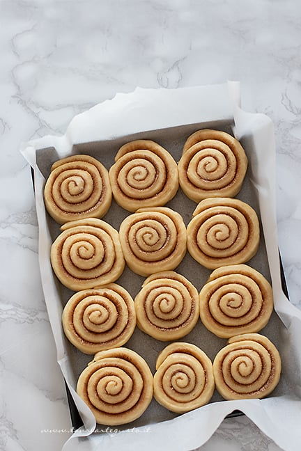 cinnamon buns pronti da cuocere