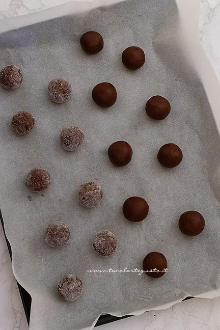 cuocere i biscotti al cioccolato fondente