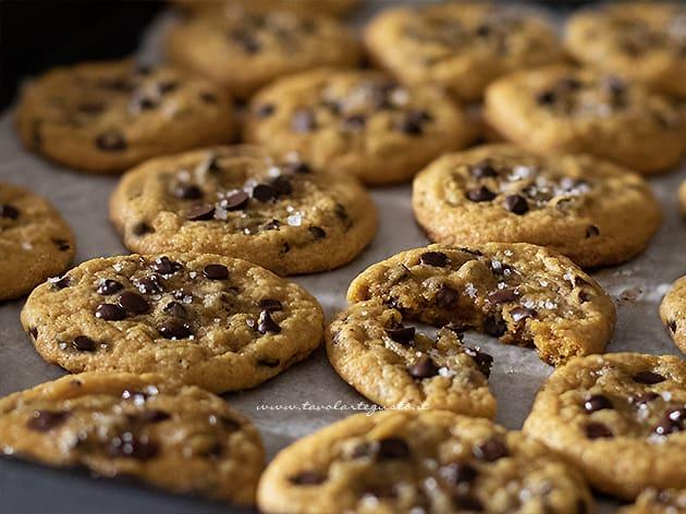 Cookies americani con gocce di cioccolato - Ricetta Cookies