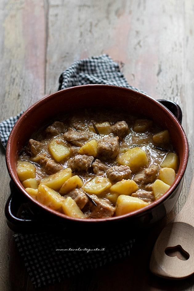 Spezzatino di vitello con patate - Ricetta Spezzatino con patate-