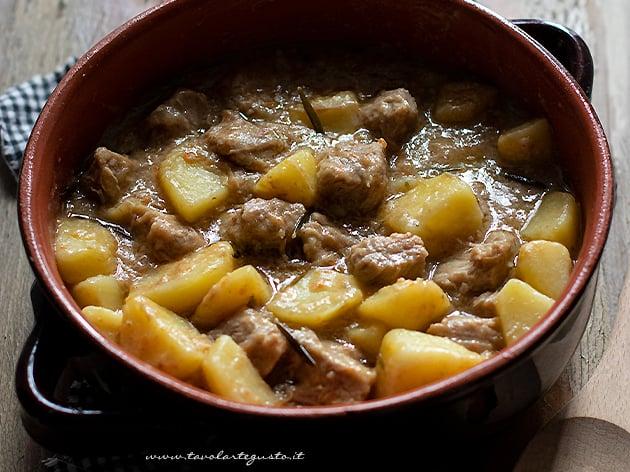 Spezzatino di vitello con patate - Ricetta Spezzatino con patate