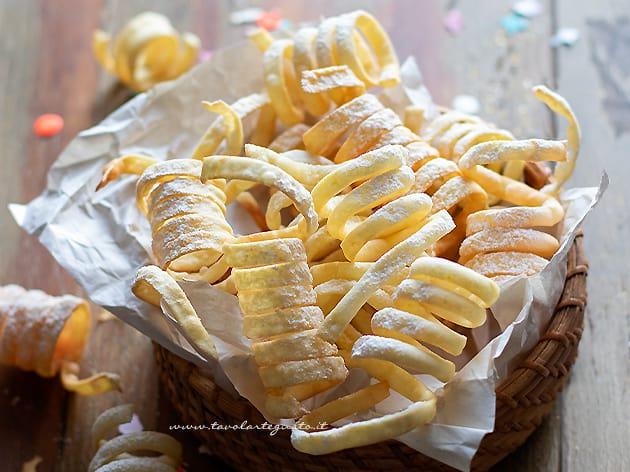 Stelle filanti dolci di carnevale - Ricetta Stelle filanti dolci