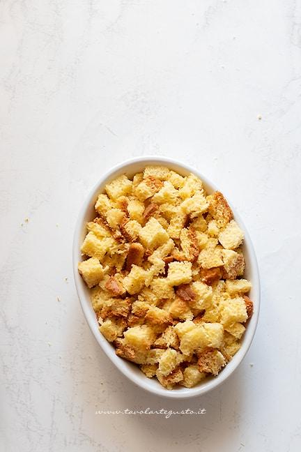 aggiungere il pandoro sbriciolato - Ricetta Crumble di pandoro