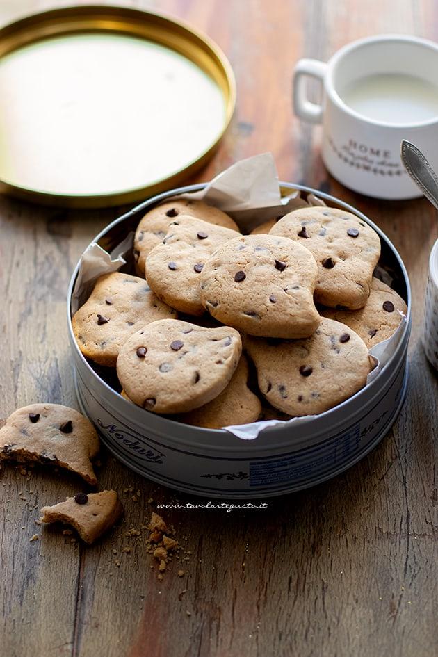 Biscotti con gocce di cioccolato - Gocciole - Ricetta Biscotti con gocce di cioccolato-