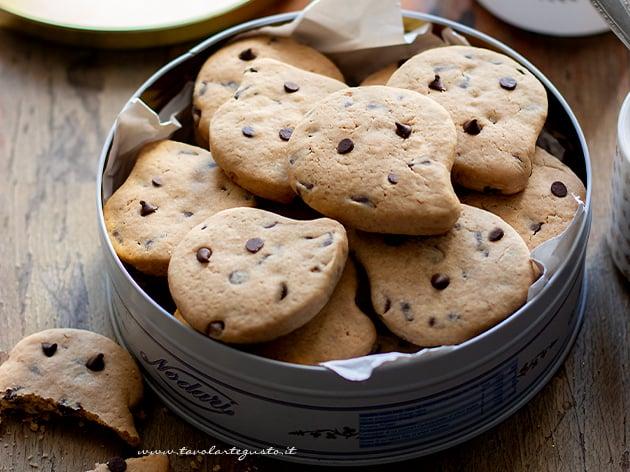 Biscotti con gocce di cioccolato - Gocciole - Ricetta Biscotti con gocce di cioccolato