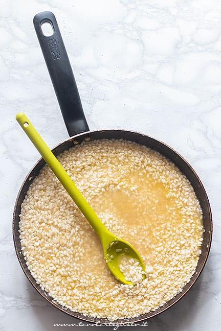 come preparare il risotto allo zafferano - Ricetta risotto allo zafferano