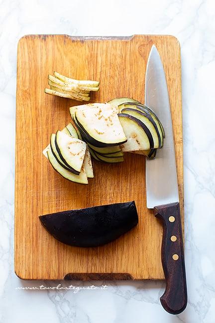 Affettare le melanzane- Ricetta Pasta alla Norma