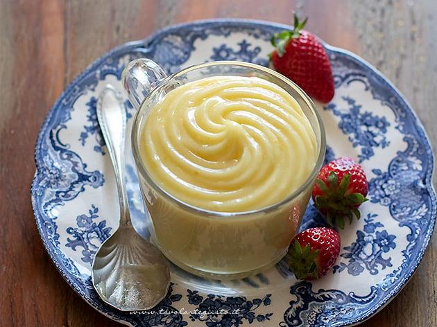 Crema pasticcera senza latte, senza glutine e poche uova