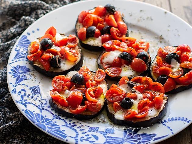 Melanzane al forno con mozzarella e pomodorini - Ricetta Melanzane al forno
