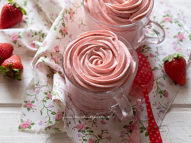 Mousse di fragole - Ricetta Mousse alle fragole-