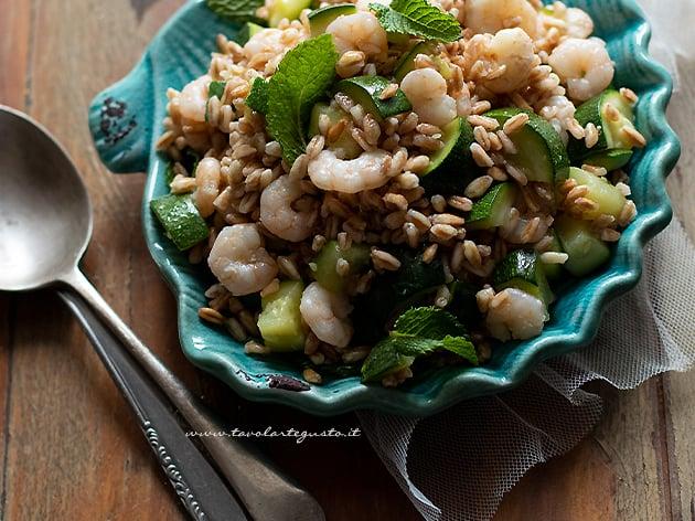 Farro freddo con gamberetti e zucchine - Ricetta Farro freddo