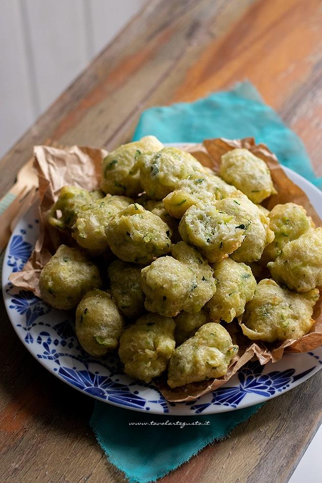 Frittelle di zucchine- Ricetta Frittelle di zucchine-