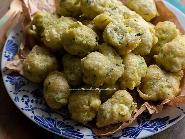 Frittelle di zucchine- Ricetta Frittelle di zucchine.