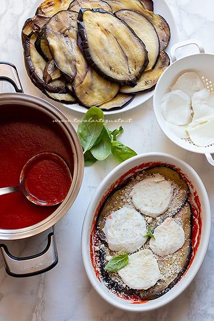 come fare le melanzane alla parmigiana - Ricetta Parmigiana di melanzane