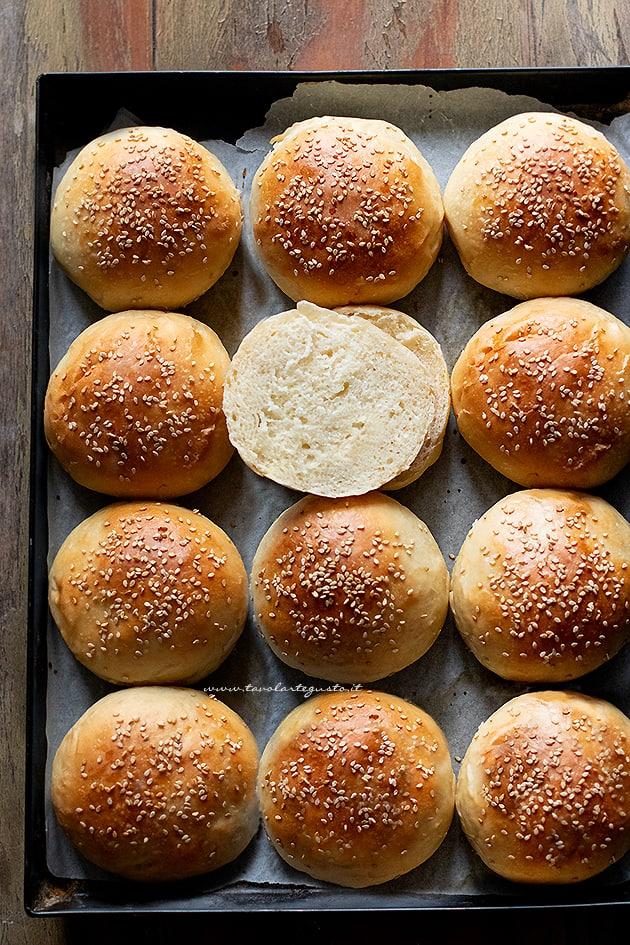 Panini per hamburger - Burger buns - Ricetta Panini per hamburger-