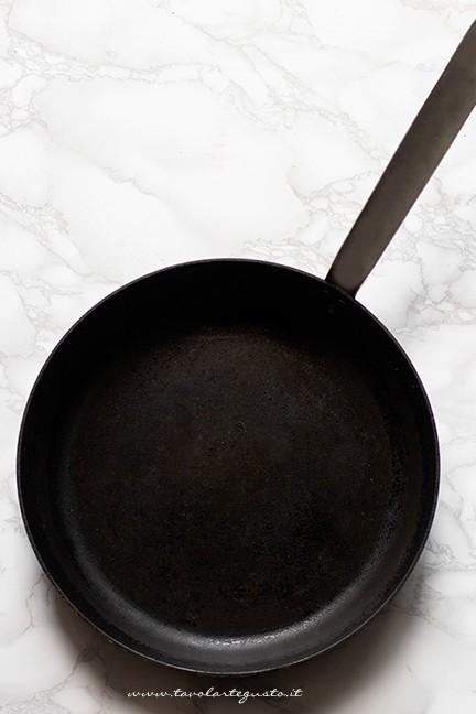 cuocere la torta al testo in padella