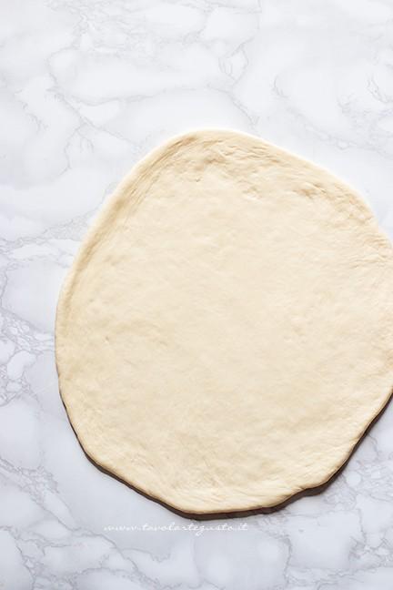 stendere col matterello - Ricetta Torta al testo