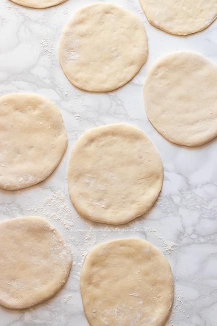 dischi lievitati pronti da cuocere - Ricetta Pita