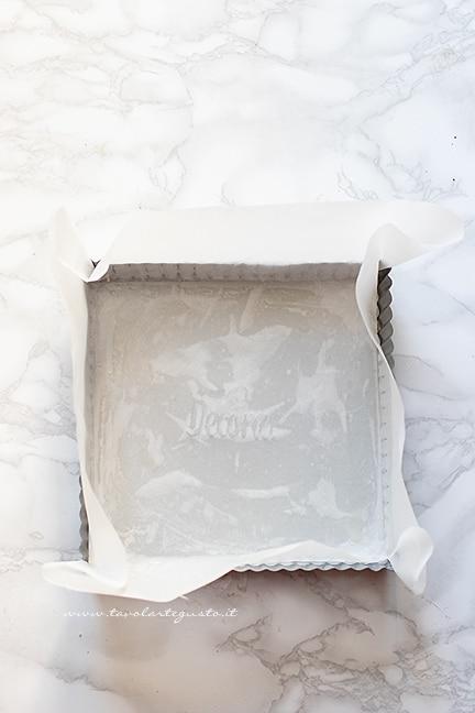 foderare una teglia di carta da forno - Ricetta Torta magica