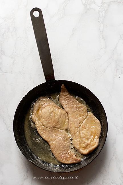 rosolare nel burro - Ricetta Scaloppine ai funghi