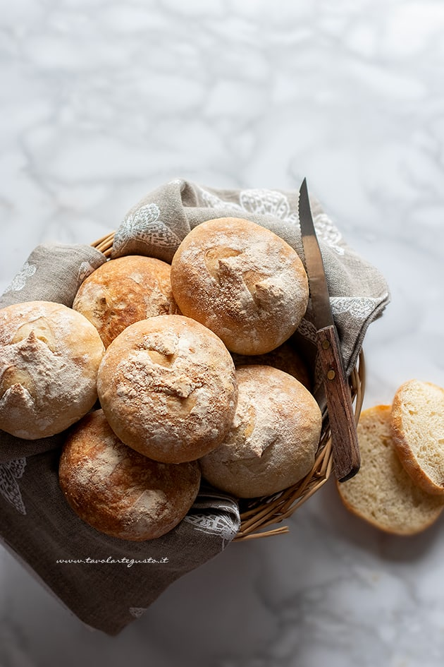 Panini fatti in casa - Ricetta Panini-