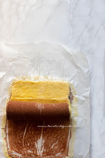 arrotolare la pasta biscotto bicolore - Ricetta Girelle