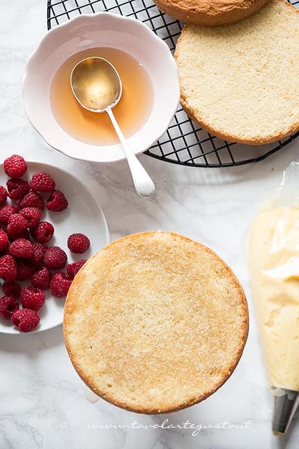 Bagnare la torta ai lamponi