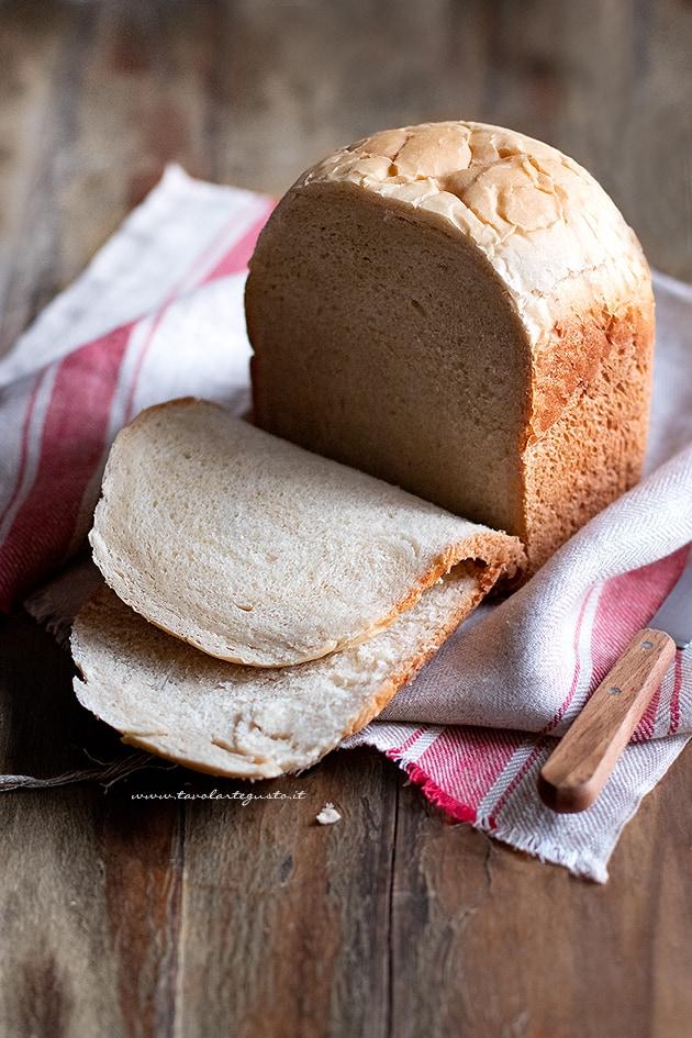 Pane con macchina del pane-