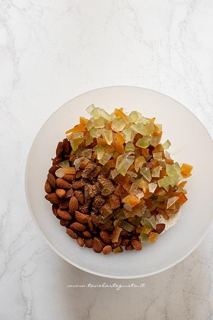 mandorle , scorze di frutta candita, spezie - Ricetta Panforte