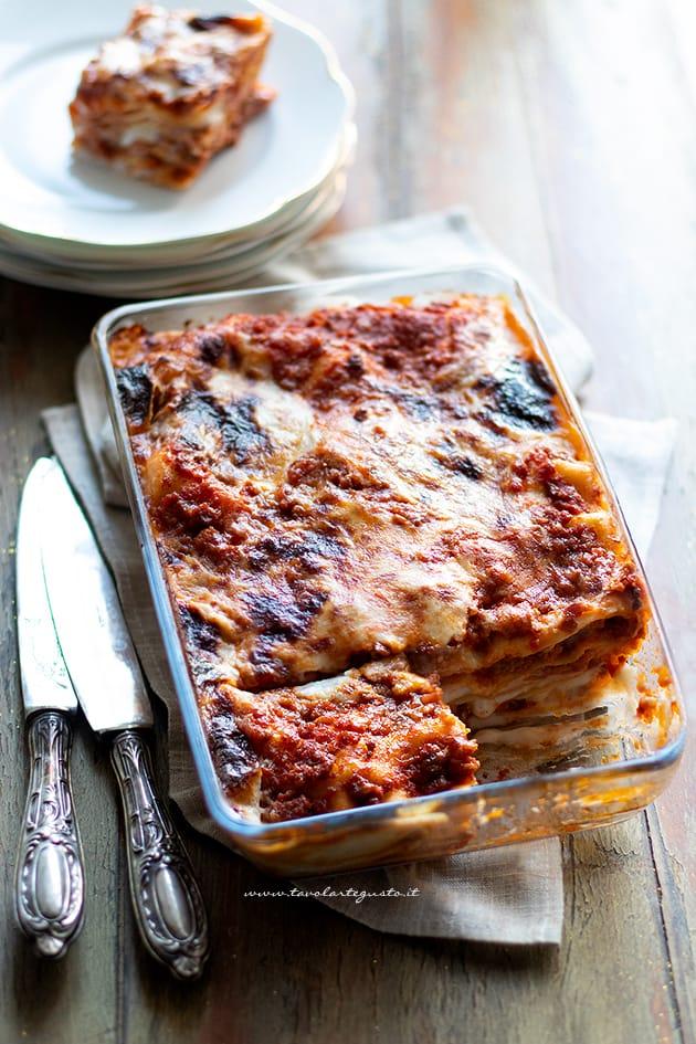 lasagne - lasagne al forno - lasagne alla bolognese-