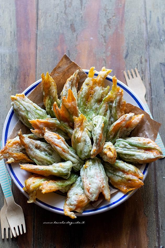 Fiori di zucca fritti -