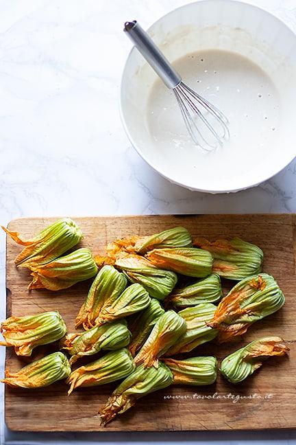 come fare i fiori di zucca fritti