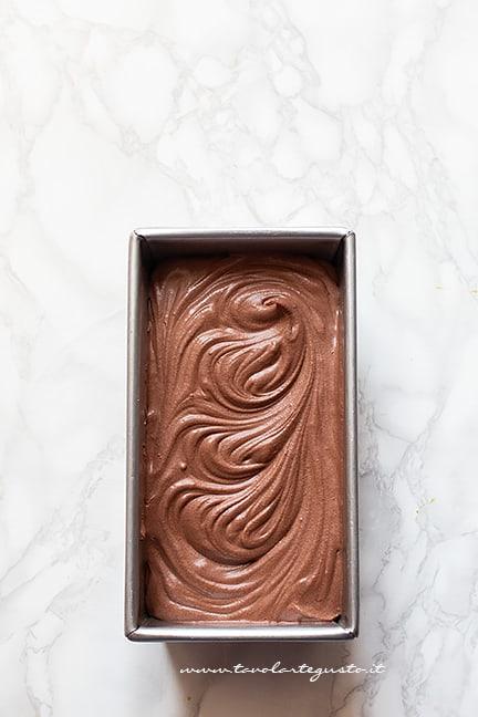 raffreddare in freezer il gelato al cioccolato