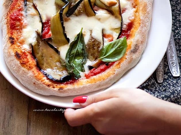 Pizza con melanzane alla parmigiana